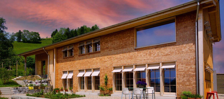 architektur-kochgruber-design-robert-kochgruber-modernes-appenzeller-einfamilienhaus-holzschindeln-gais